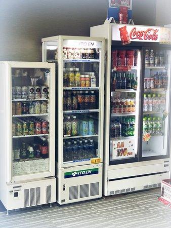 Capsule Hotel Hakodate: Soft drink 100yen, alcohol with cheap price/ソフトドリンク100円、お酒はお安くお買い求めできます