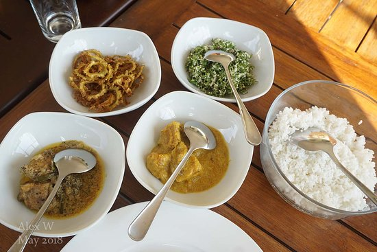 Rajarata Reach Resort: Sri Lankan breakfast