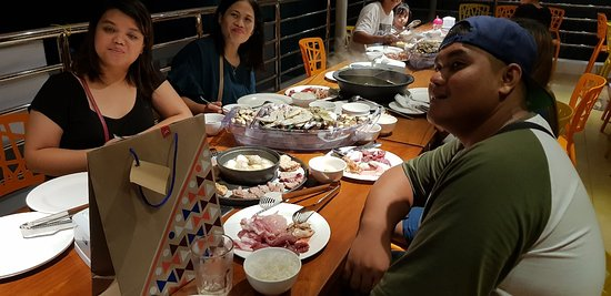 Gconcept Hotpot & BBQ Lover: Nice and breezy place to lunch and dine in. Over looking taal volcano lake. Affordable price for