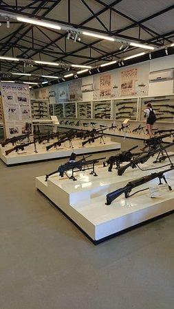 Israel Defense Forces History Museum: einer der vielen Bungalows im Areal