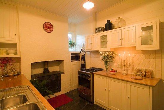 Port Willunga Cottages: Evelyn Homestead at Willunga kitchen