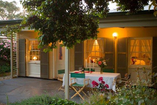 Port Willunga Cottages: Evelyn Homestead at Willunga alfresco dining area