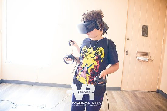 Virtual Reality Games Los Angeles: fun things to do for kids on Father's Day night out in LA!