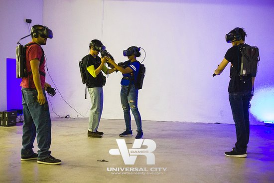 Free roam VR escape room game at Virtual Reality Games Universal City!