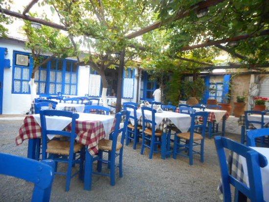 Ταβέρνα Αυλή: dining area