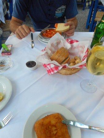 Ταβέρνα Αυλή: starters, shrimp saganaki and saganaki fried cheese