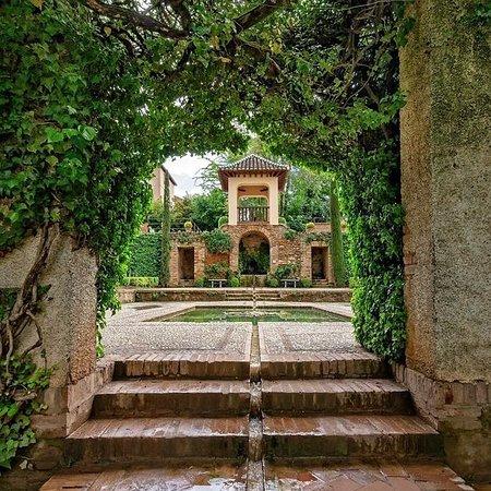 อัลฮัมบรา: Alhambra