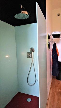 Troisgros : magnifique,douche italienne de la chambre 34