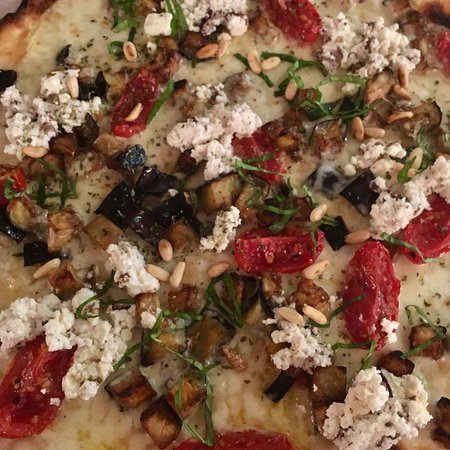Onara, Italy: Pizze sempre con prodotti freschi edi stagione , ricche di gusto ma mai pesanti