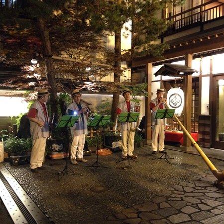 Kusatsu Music Forest Concert Hall: ホール前、温泉街でのミニコンサート