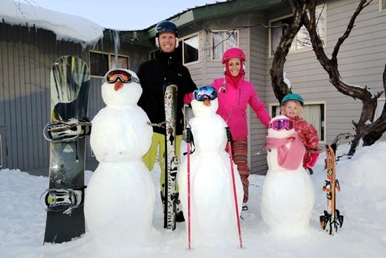 Sundeck Hotel: Snowman competition. Make your snowman at the Sundeck!