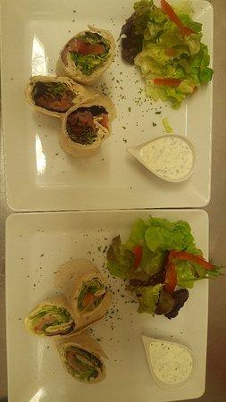 La Creperie des Amis: *tartine crème de chèvre tomates confites confiture de figues  *wrap de saumon  *samoussa andoui