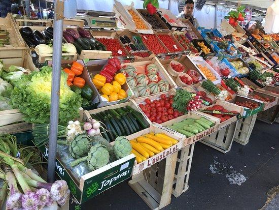 Bastille Market: 八百屋さん