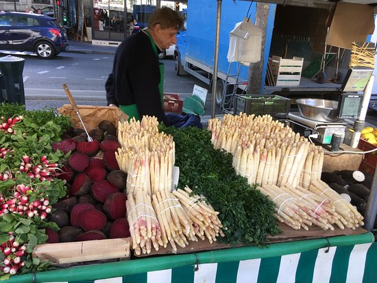 Bastille Market: 白アスパラガス