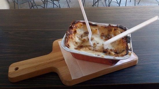 Terme del Colesterolo Paninoteca: Lasagna con porchetta e parmigiano vacche rosse