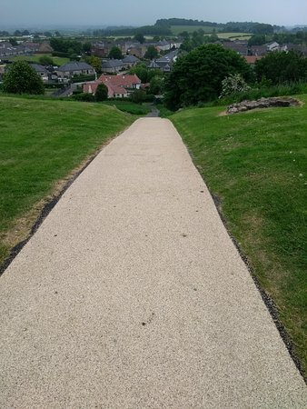 Dundonald Castle : Path