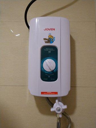 โรงแรมอีออน เซ็นเท็นเนียล พลาซ่า: Broken hot water shower machine