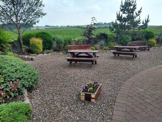 Symington, UK: Outdoor seating