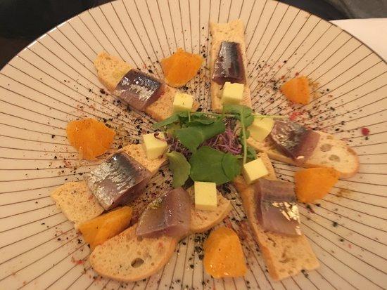 Edelweiss: Lomos de sardina con toque ahumado y gominola de aceite de oliva