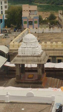 Sri Kalahasteeswara Swami Temple: Inside the temple