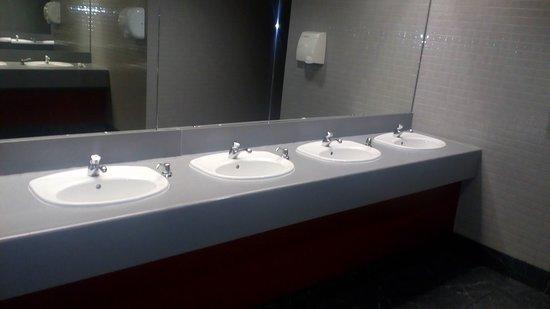 Showcase Cinema de Lux: Very clean!!!