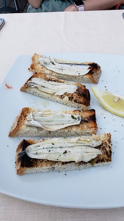 Miralago : Fresh anchovies on rustic bread. YES!