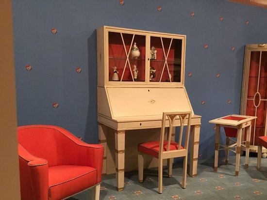 หอศิลป์แห่งชาติวิคตอเรีย: Art Deco furniture exhibition.