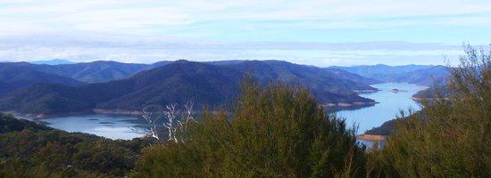 Eildon, Austrália: On the Summit of Blowhard Circuit!