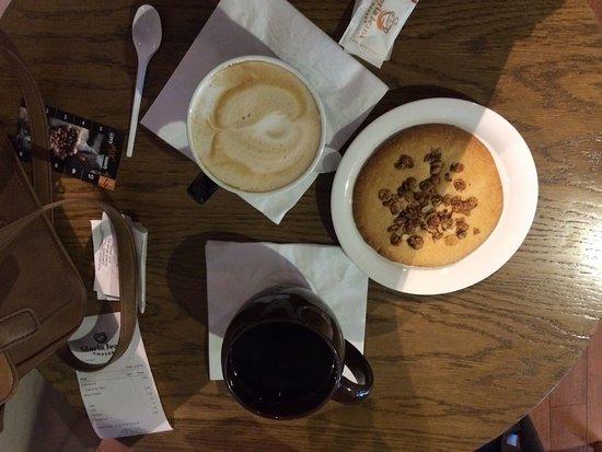 Gloria Jeans Coffee: coffee and peanut cookie