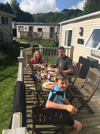 Hele Valley Holiday Park : Breakfast outside the caravan!