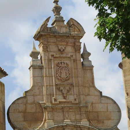 San Clemente, Spain: detalle escudo puerta