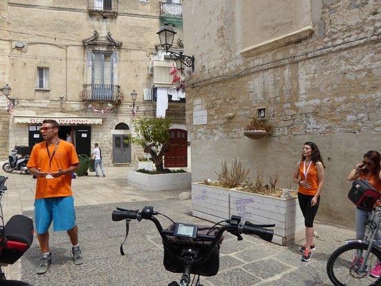 Tour della città di Bari in risciò: Explications données par nos guides à vélo