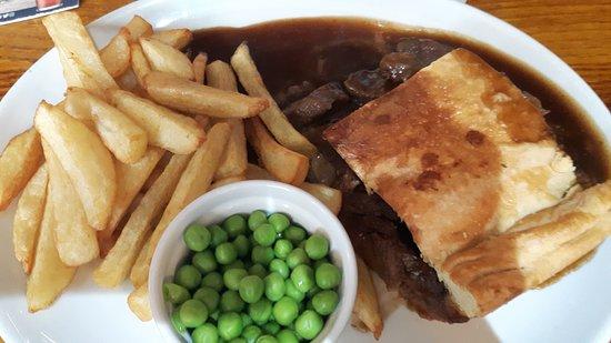 The Queen Catherine: Steak pie meal