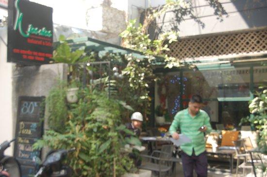 Nom Nom Restaurant & Cafe: front