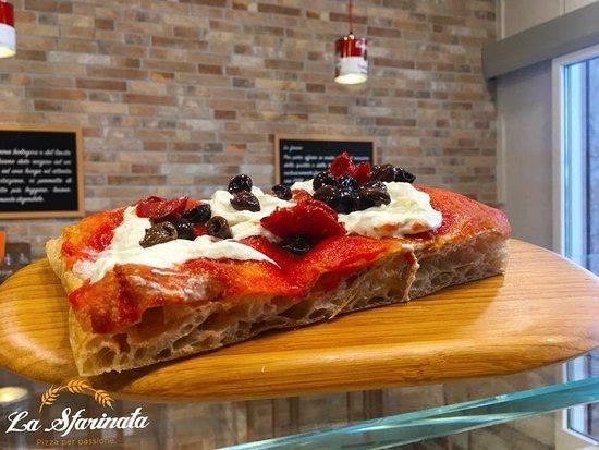 La Sfarinata : Pizza con farina BIO macinata a pietra e lievito madre naturale
