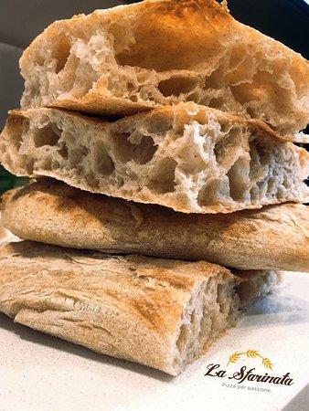 La Sfarinata: Farina BIO macinata a pietra e lievito madre naturale