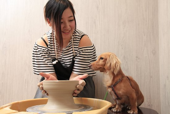 愛犬の駅, 陶芸体験の仕上げに、肉球をつける事もできます。