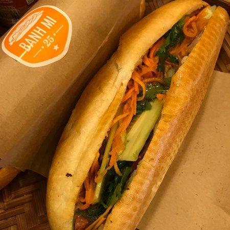 Banh Mi 25: Prefer the Pork version than Chicken