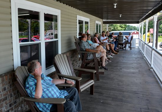 Hamptonville, NC: Large Porch