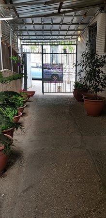 Nahalat Yehuda Residence: Entrance