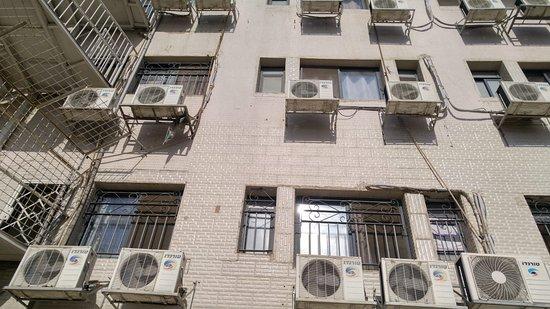 Nahalat Yehuda Residence: View from the inneryard