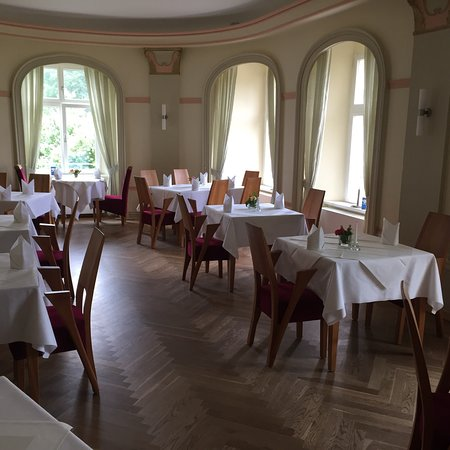 Lenzen, Tyskland: Speisesaal mit Ausblick in den Garten