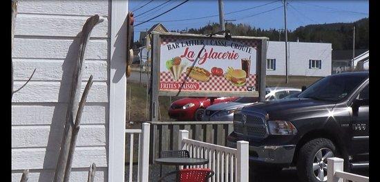 Grande-Vallee, แคนาดา: Bonne poutine, bonne crème molle