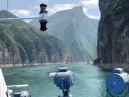 Chengdu Bamboo International Tours: Sailing into the gorges