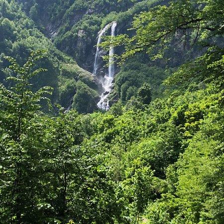 写真Polikarya Waterfall枚