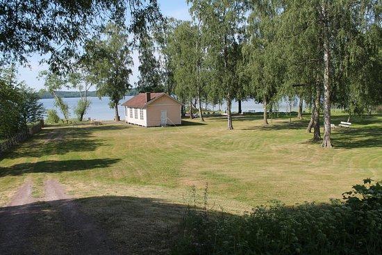 Hotell Smalandsgarden: Blick auf den schönen Garten und den See