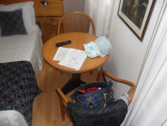 Hotel Tevere: arredo stanza