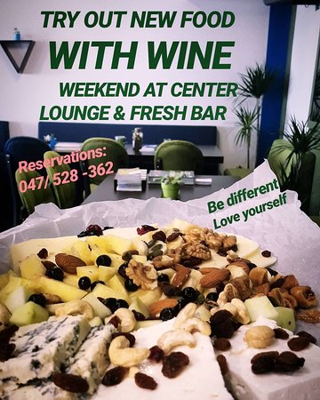 Center - Lounge & Fresh Bar : Mix of several types of cheese and feta cheese, nuts, fresh and dried fruits