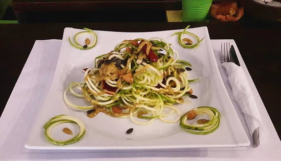 Center - Lounge & Fresh Bar : Spaghetti from zucchini, almonds, dried tomatoes, pumpkin seeds, sauce from honey and mustard se
