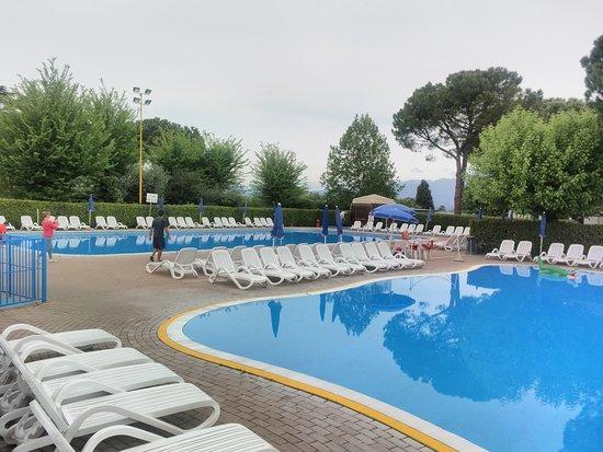 Camping Cisano San Vito: Due piscine, sembra divertente (non abbiamo usufruito)
